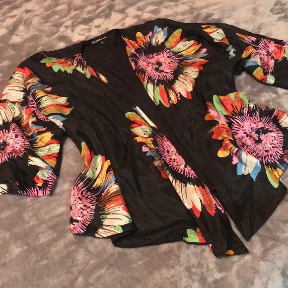 AKIRA Tops - 100% Silk Floral Kimono Top
